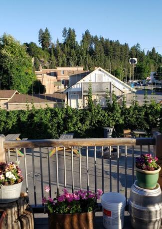 Deck, Facing Hopyard