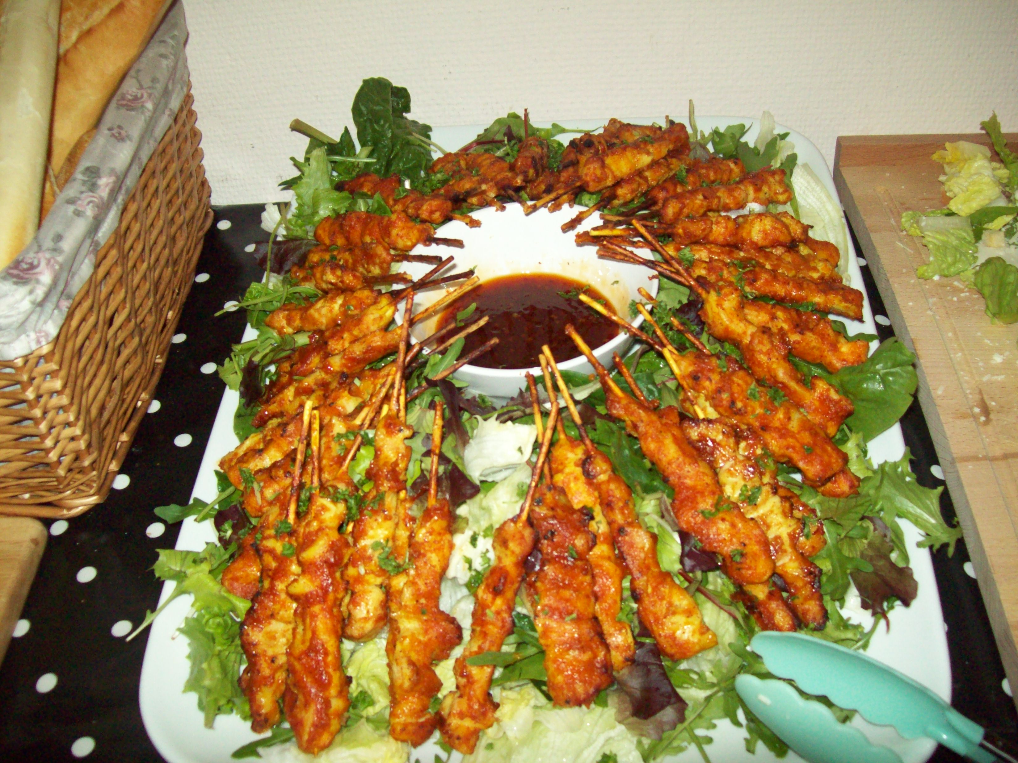 Chicken satay salad with dip