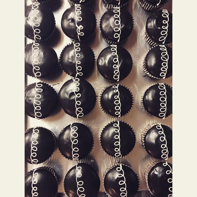 Mock Hostess Cupcakes