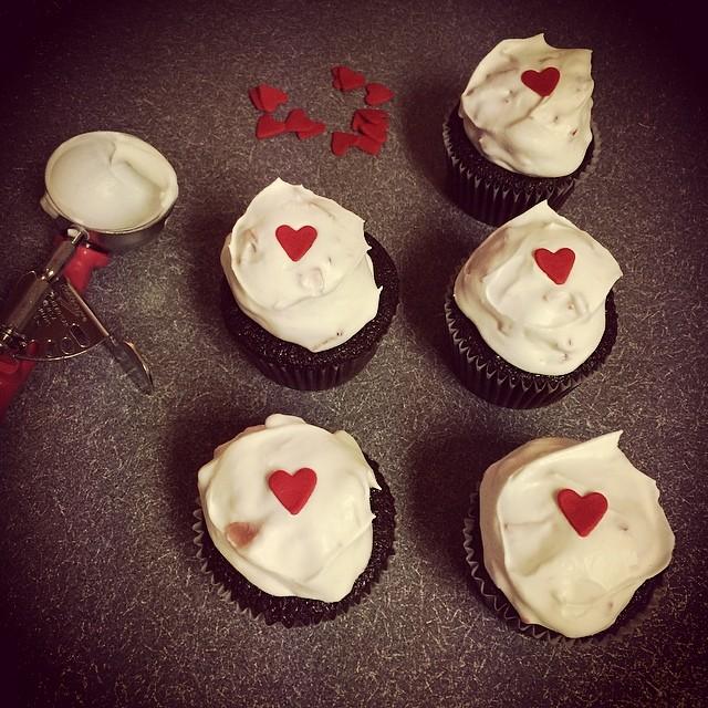 Chocolate strawberry cream cupcakes