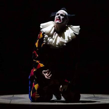 "Mayes gives a ""poignant"" performance of Verdi's ""Rigoletto"" at Houston Grand"