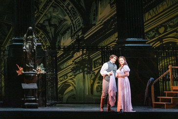 "Vickers ""shines"" in Virginia Opera ""Tosca"""