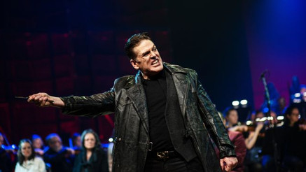 """Mayes gives a """"formidable"""" Sweeney Todd with the Bergen National Opera"""