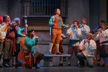 "Abreu brings his ""smooth and ardent tenor"" to Eugene Opera's ""Il barbiere di Sivi"