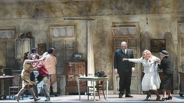 """In Review: Victoria Livengood """"terrific"""" as Eunice in """"Streetcar"""" at Hawaii Oper"""