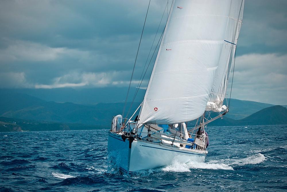 Segel vermessen, segelnde 7seas in der Karibik