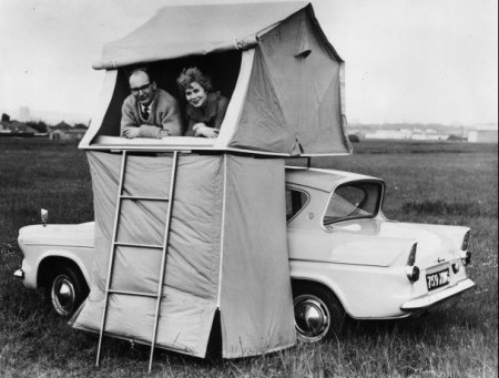 25 imagens de como era acampar antigamente