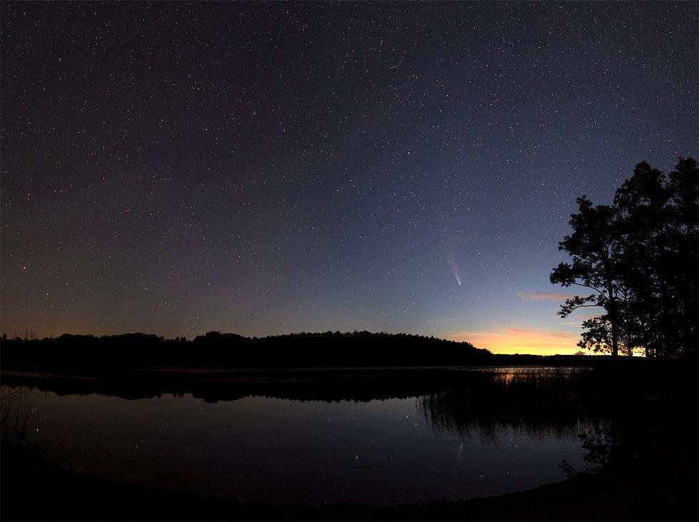 kometa_c:2020f3_neowise_panorama.jpg