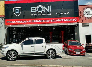fachada Boni Rodas.jpg