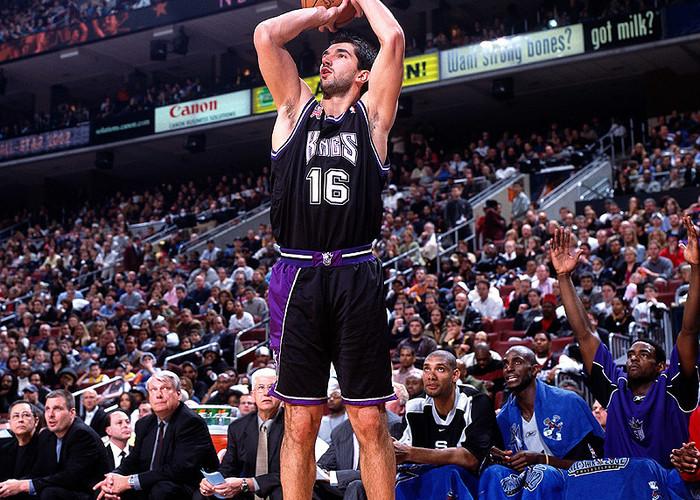 Peja_Stojalovic_Sacramento_Kings_NBA_Around_the_Game