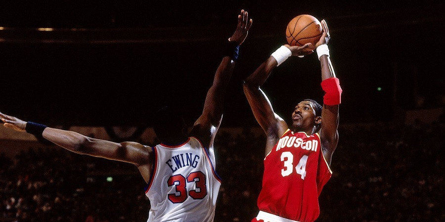 Hakeem_olajuwon_Houston_Rockets_NBA_Around_the_GAme