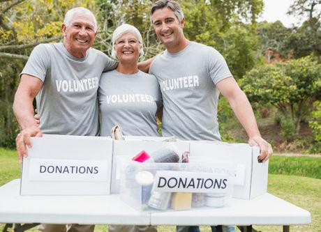 Image of Seniors Volunteering