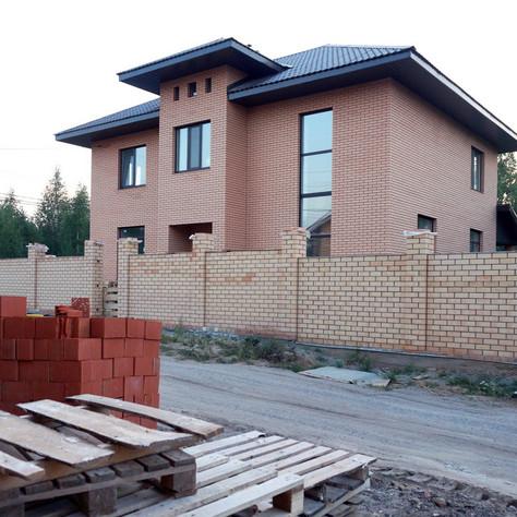Построен загородный дом в пос. Салмычи.