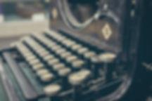כתיבת ספרים תמונה נוסטלגית של מכונת כתיבה