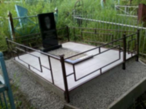 гранитный памятник,плитка,мраморная крошка,щебень,оградка