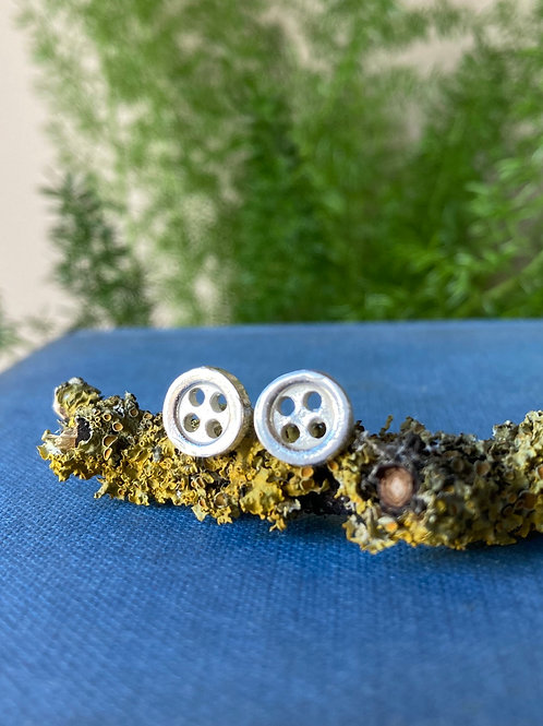 Small button studs