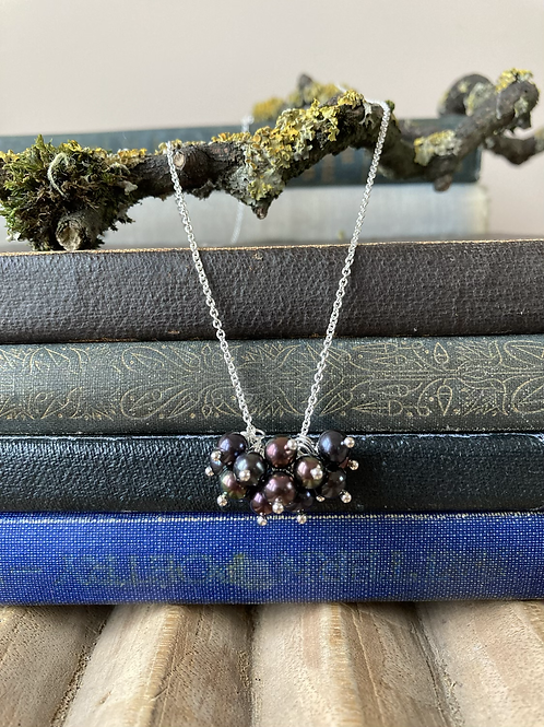 Blackcurrant pearl necklace