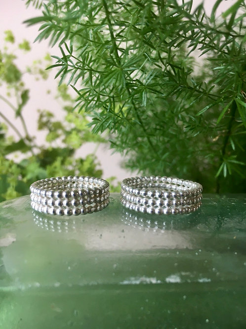 String of pearls ring