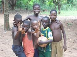 Enfants d' un village à Abomey