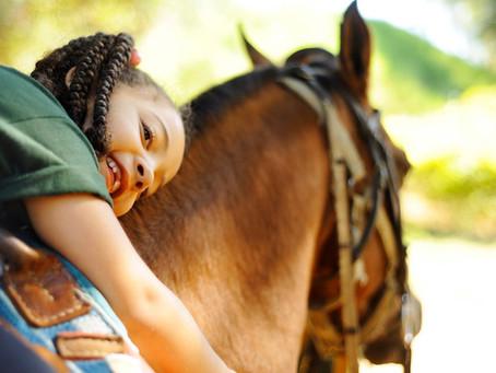 Os benefícios da equoterapia para crianças especiais