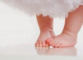 Crianças que caminham com os pés para dentro