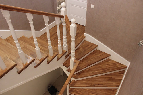 Отделка бетонной лестницы дубом в частном доме -коттедже