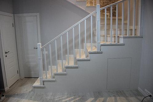 Обшивка металлической лестницы в таунхаусе