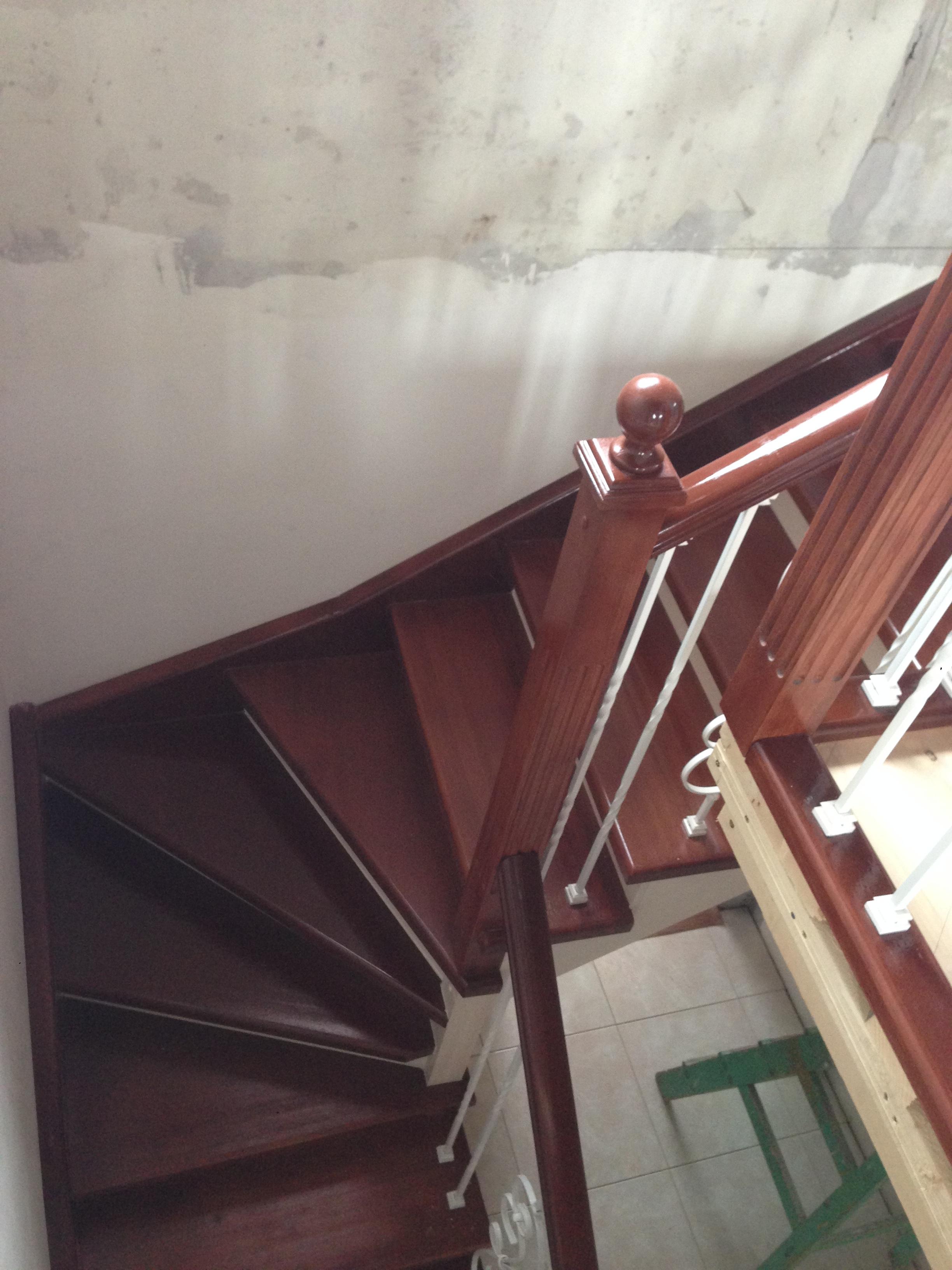 Комбинированная лестница из сосны