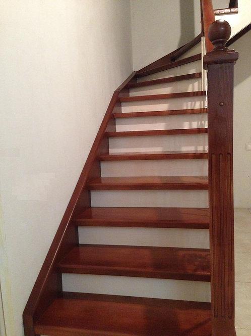 Комбинированная деревянная лестница в частном доме