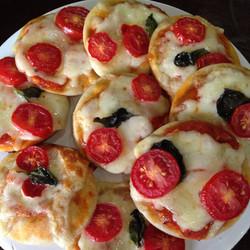 Mini pizza integral de mussarela