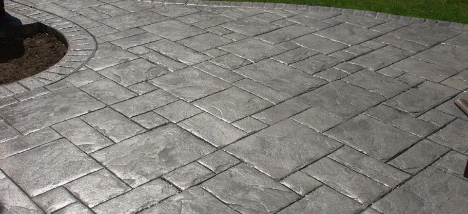 concrete-walkway-vs-pavers.jpg