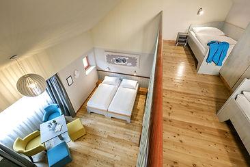 doppelbett-galeriezimmer-jufa-hotel-eisenerz-1440x960.jpg