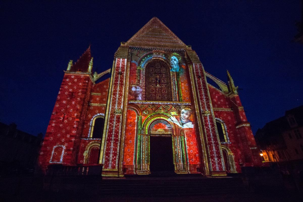 """Porche de la cathédrale  """"Les anges musiciens"""""""