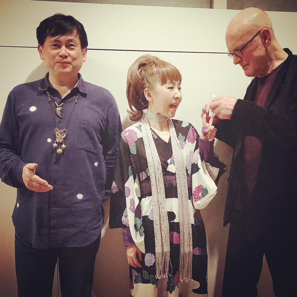 2019年12月7日に原美術館で行われた、イギリスのドラマー/パーカッショニスト、ロジャー・ターナーの日本ツアーに参加。今回はロジャー ×巻上公一×田中悠美子のトリオによる即興の1時間半。