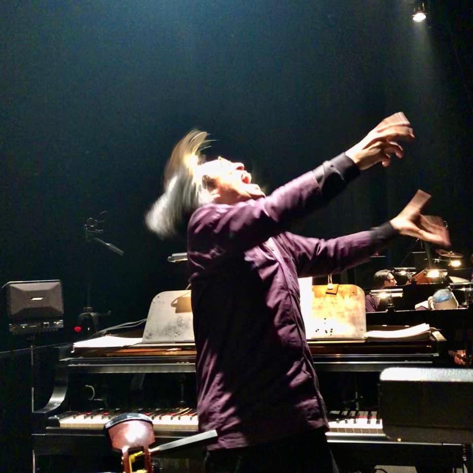 祝祭音楽劇『天保十二年のシェイクスピア』の音楽監督・宮川彬良の踊る指揮がすごい!(田中悠美子WEB)