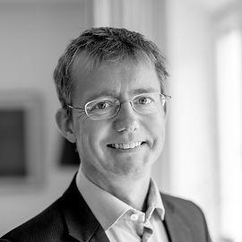 Tomas Therén blev Managing partner till Procuritas 2002. Han är också styrelsemedlem iDSI, Global Scanning and SEM. Tomas har en bakgrund frånBain & Co, Ericsson och Ventshare. Tomas har också en bakgrund inom Endurance racing.