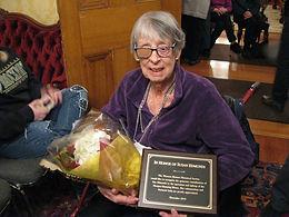 Sue Edmunds w plaque.JPG