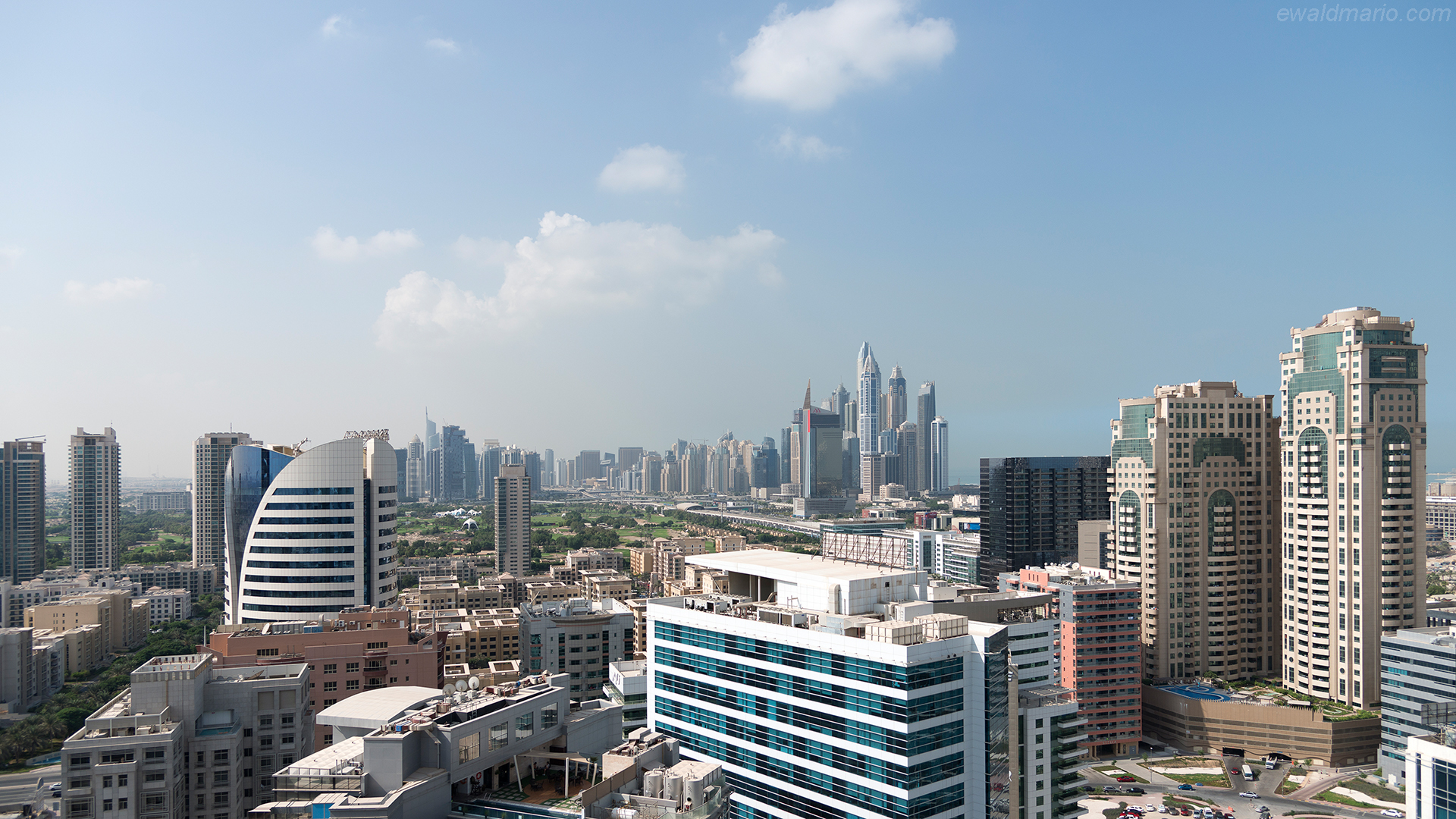 uae-718_hotel_balcony_view
