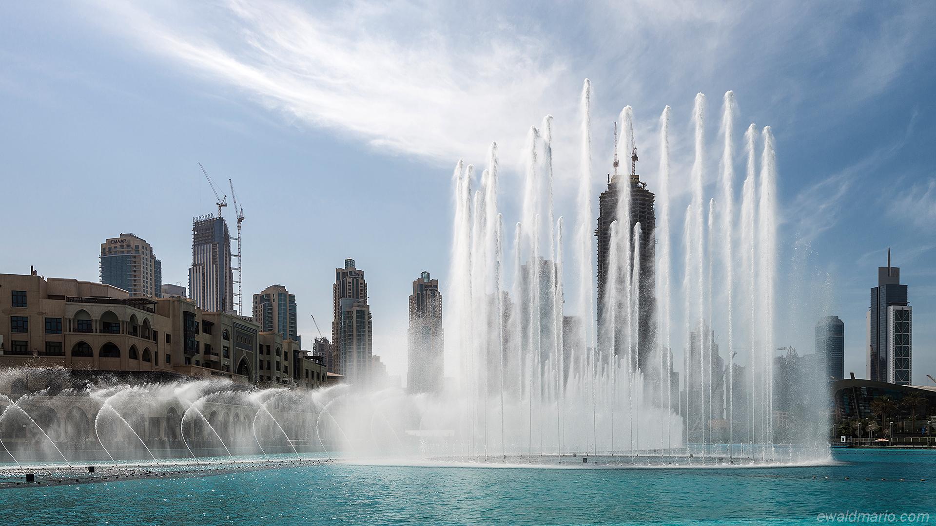 uae-90_marina_mall_fountains