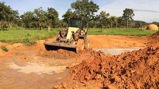 Barraginhas vão proteger o solo de agricultores familiares no Noroeste de Minas Gerais.