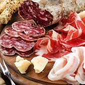 Partageons une assiette de charcuterie italienne