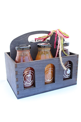 Wooden basket with 6 mixed juices