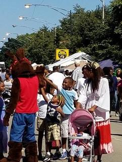 lp-highfiving-kids-bantu-fest-july-2017.
