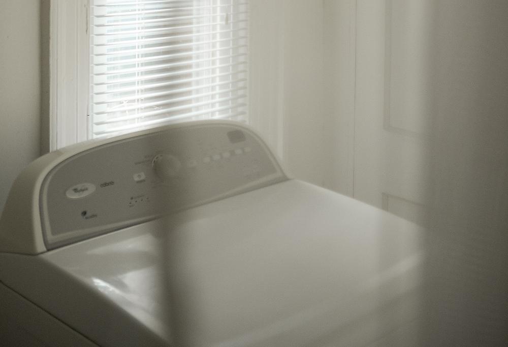 Lavadora doméstica blanca, ejemplo para lavado de prendas de protección marca Texin FR.