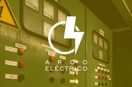 Caja eléctrica de alto voltaje con símbolo blanco con círculo y rayo con la leyenda arco eléctrico.