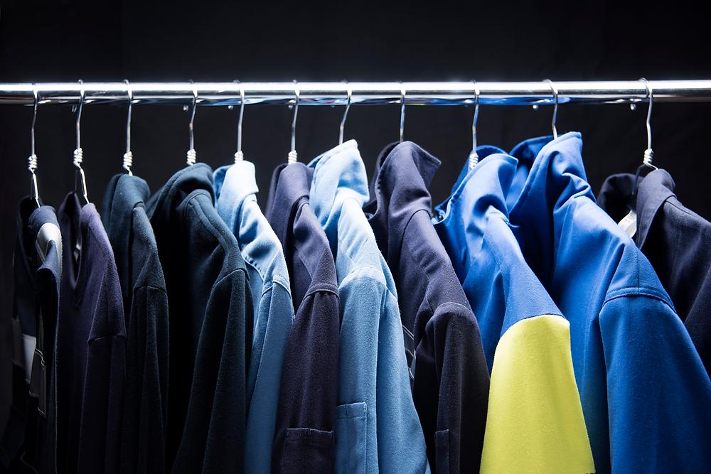 Colección de prendas de protección en tonos azules marca Texin FR, overol ignífugo, chamarra ignífuga y camisola ignífuga.