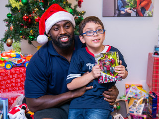 TEXANS WHTINEY MERCILUS SPREADS HOLIDAY CHEER