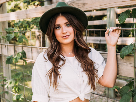 7 Tips for Choosing your outfits for your Senior Pictures!