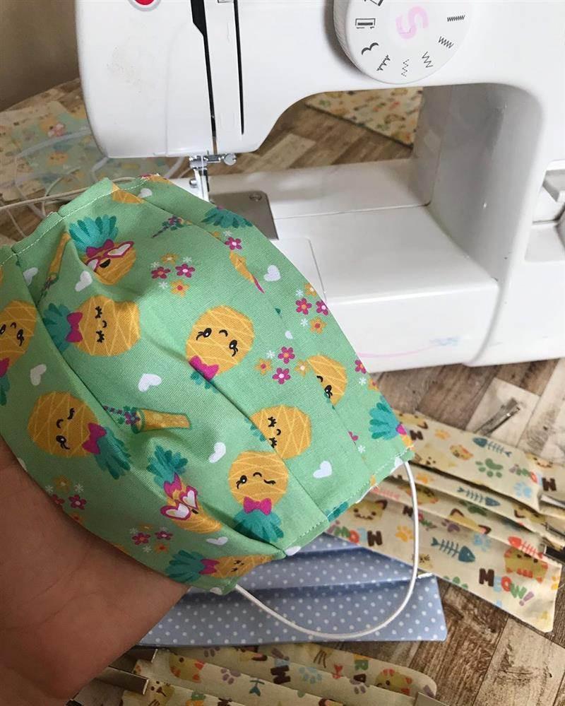 Foto: @mimos_manubaby (https://www.artesanatopassoapassoja.com.br/como-fazer-mascara-de-tecido-protecao/)