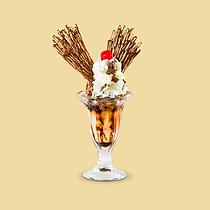 """Papillon significa """"borboleta"""" em francês. Sorvete de baunilha e chocolate com raspas de chocolate ao leite, coberto com calda de chocolate e chantilly, arabescos de chocolate ao leite"""